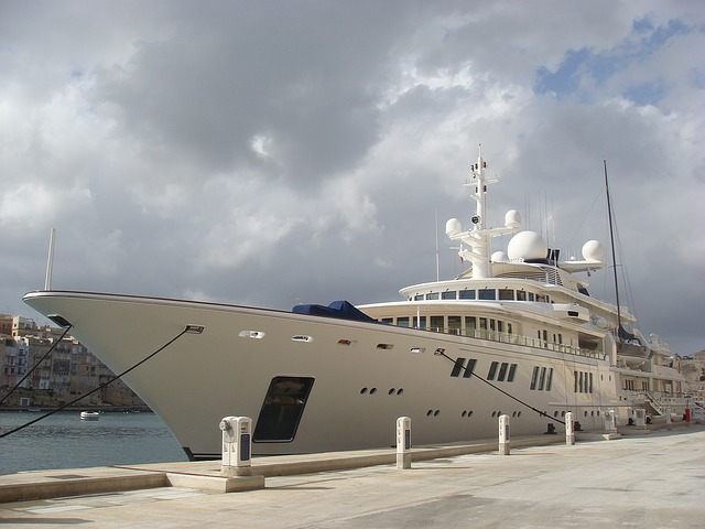 superyacht-1056657_640