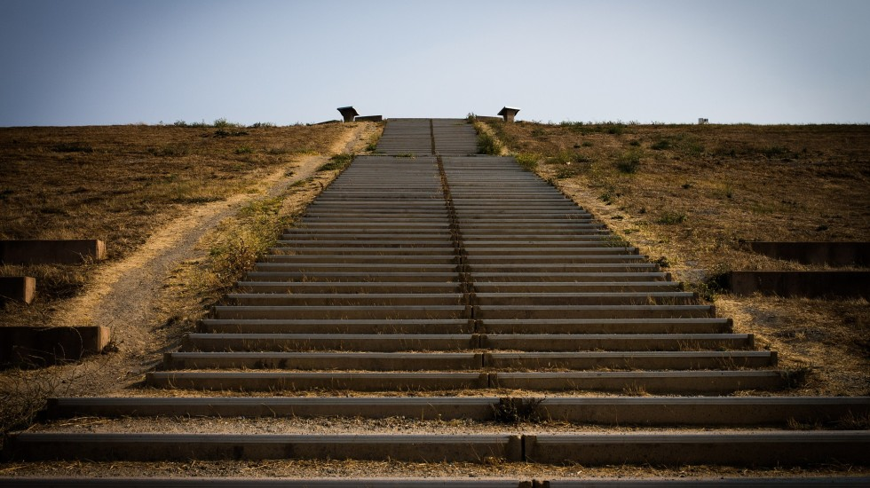 stairs-472250_1920